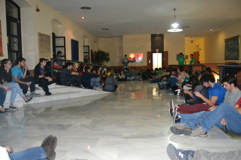 Una de las asambleas que tuvo lugar durante el encierro en la Universidad Carlos III de Madrid. Foto: Ana Muñoz